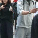 兵庫県尼崎市で白い仮面の灰色パーカーの不審者が通報される